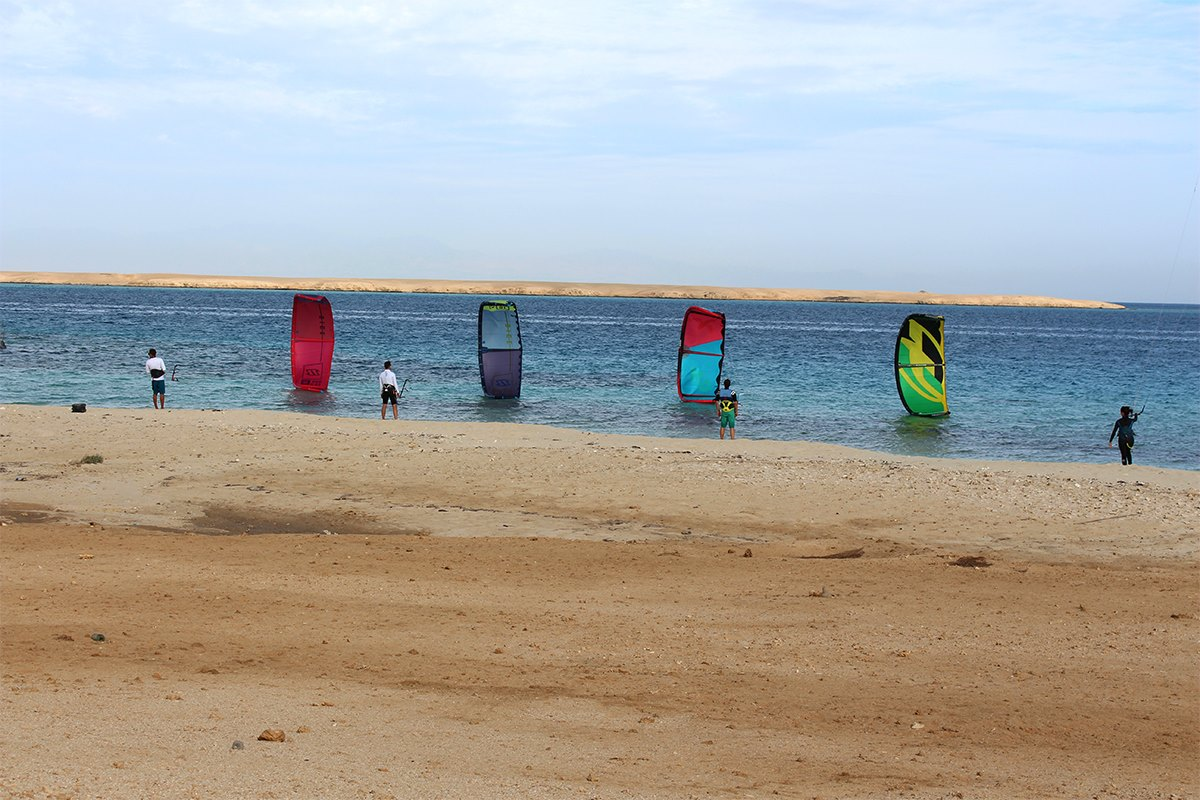 Picture from NKE's kite surfing safari Noveber 2018 kites lined up in water on surface.